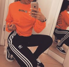 The classic Adidas pants have gotten a major upgrade so take a look at some of our favorite Adidas pants outfits. Chill Outfits, Sporty Outfits, Trendy Outfits, Cute Outfits, Cute Addidas Outfits, Ghetto Outfits, College Outfits, Fashion Killa, Look Fashion