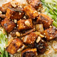 Not only is an easy and delicious stir fry recipe, it's very low in fat and calories and packed with nutrients Stir Fry Recipes, Tofu Recipes, Tofu Stir Fry, Vegan Protein, Fries, Spicy, Fat, Cooking, Ethnic Recipes