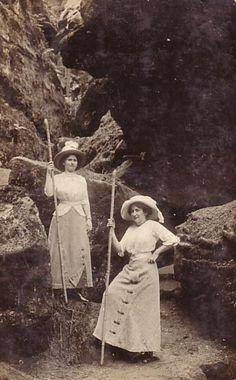 1910s hikers   The Vintage Traveler  http://thevintagetraveler.wordpress.com/2010/06/27/vintage-miscellany-5/
