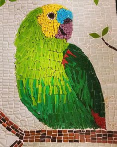 Nicolau, the parrot💚 Diy Art Projects, Mosaic Projects, Mosaic Tray, Mosaic Glass, Vitromosaico Ideas, Mosaic Birds, Mosaic Artwork, Mosaic Crafts, Indigenous Art