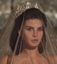 Queen, lana del rey, and beauty-bilde Pretty People, Beautiful People, Beautiful Images, Boujee Aesthetic, Glitz And Glam, Goth Glam, Dream Wedding, Wedding Beauty, Wedding Makeup
