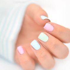 INSTAGRAM : Pastel nails today ☁️ Et vous, quoi de beau sur vos ongles ? Je vous souhaite une belle nouvelle semaine ☀️ Même si le chemin vers vos rêves vous paraît long, ils se rapprochent de jour en jour  Il suffit juste d y croire et de donner le meilleur de nous même ✨ #pastelnails #pastelland #yokonailart - Yoko