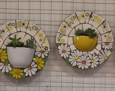 La imagen puede contener: comida e interior Mosaic Flower Pots, Mosaic Pots, Mosaic Garden, Mosaic Glass, Glass Art, Mosaic Tile Art, Mosaic Diy, Mosaic Crafts, Mosaic Projects