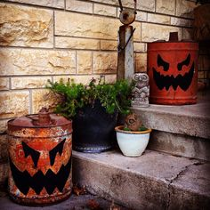 Gas can jack-o-lantern Halloween Porch, Halloween Queen, Halloween Make, Outdoor Halloween, Halloween Pumpkins, Halloween Ideas, Rustic Halloween, Haunted Halloween, Fall Crafts