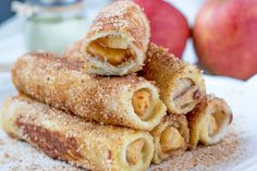 Chocolate y donuts Apple Cinnamon Rolls, Cinnamon Apples, Fun Desserts, Delicious Desserts, Yummy Food, Candy Recipes, Sweet Recipes, Complete Recipe, Eat Fruit