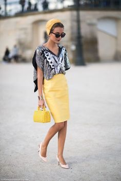 The Clothes Horse - gabriela photographed by stockholm street style Mode Outfits, Stylish Outfits, Stylish Clothes, Yellow Pencil Skirt, Pencil Skirts, Stockholm Street Style, Outfit Trends, Mellow Yellow, Yellow Black