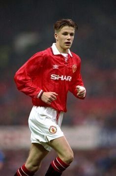 As United prepare for FA Youth Cup action, Manchester United legend David Beckham reflects on the Class of triumph. David Beckham Photos, David Beckham Young, David Beckham Style, David Beckham Age, Manchester City, Manchester United Legends, David Beckham Manchester United, Tottenham Hotspur, Newcastle