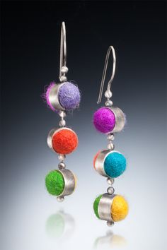 Three-drop reversible felt earrings by Cata Romano. Uses ball chain at the connecting points so all pieces can move 360 degrees. Textile Jewelry, Fabric Jewelry, Resin Jewelry, Boho Jewelry, Jewelry Art, Beaded Jewelry, Jewelery, Handmade Jewelry, Unusual Jewelry