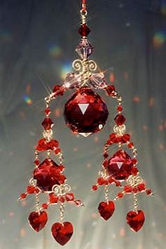 http://www.vibrant-life.org/starchildcreations//images/feng-shui-crystal-mobiles/large/3-tierredlg.jpg