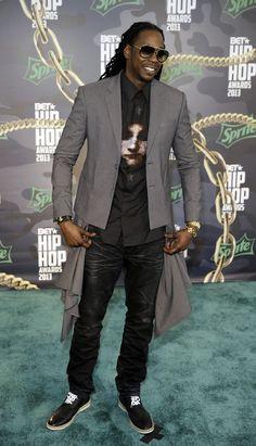 I love him, 2 Chainz.!! :)