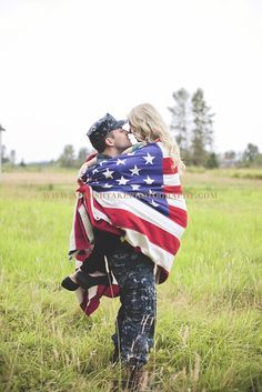 someone find me an American flag....  Thanks to Elizabeth, I have fallen in love with this!!!