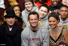 Bruce Willis, Matthew Perry and MTV VJ Vanessa Minnillo with studentes from Central High School in Philadelphia