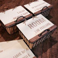 セリアのワイヤーのかごをリメイク。 これ靴下入れで、壁にぶらさげたら靴下丸見え〜!! スッキリ見えるようにフタを付けました。ステンシル/100均/リメイク/セリア/バス/トイレのインテリア実例 - 2015-06-26 18:05:16 | RoomClip(ルームクリップ)
