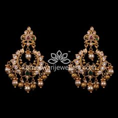 Mesmerizing collection of gold earrings from Kameswari Jewellers. Shop for designer gold earrings, traditional diamond earrings and bridal earrings collections online. Indian Jewelry Earrings, Gold Bar Earrings, Buy Earrings, Jewelry Design Earrings, Gold Earrings Designs, Earrings Online, Jhumka Designs, Ear Jewelry, Necklace Designs