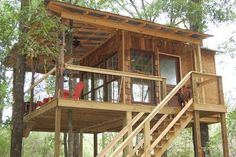 25 Coolest Adult Treehouses on the Planet The 25 Coolest Adult Treehouses on the Planet – Suburban MenThe 25 Coolest Adult Treehouses on the Planet – Suburban Men Adult Tree House, Tree House Plans, Wooden House Design, Bamboo House Design, Hut House, Tiny House Cabin, House On Stilts, Cool Tree Houses, Tree House Designs