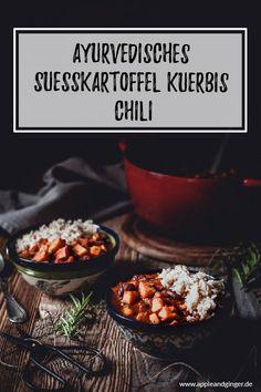Wenn die Vata Zeit wieder los geht, brauchen wir mehr Erdung und leckeres wärmendes Essen. Dieses tolle vegane Gemüse-Chili mit Süßkartoffeln, Kürbis und vielen Vata senkenden Gewürzen ist da genau das Richtige! Außerdem gibt es noch viele Tipps zum ayurvedischen Vata Dosha. #vegan #ayurveda #ayurvedarezept #gesunderezepte #vegankochen #zuckerfreikochen #chili #gemüsechili #vatadosha