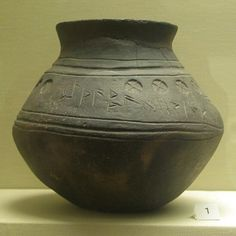 arly Anglo-Saxon urn decoration A rare rune-inscribed pot from Loveden Hill, Lincolnshire