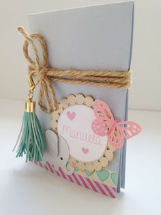 Ideas Baby Cards Hand Made Tutorials Mini Albums Baby Scrapbook, Scrapbook Albums, Scrapbook Cards, Scrapbooking, Diy And Crafts, Paper Crafts, Mini Albums Scrap, Baby Cards, Diy Gifts