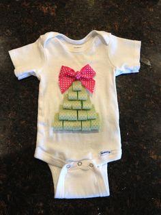 So easy!! :) @pinkbubbles8605    DIY Christmas Tree Shirt   Mommy's Little Sunshine