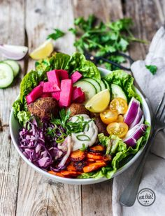 Good Life Falafel Bowl - my list of delicious and healthy recipes Salad Recipes Healthy Lunch, Salad Recipes For Dinner, Chicken Salad Recipes, Easy Salads, Healthy Dinner Recipes, Vegetarian Recipes, Easy Meals, Lunch Recipes, Easter Recipes