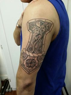 Done by Leo Fieschi at Art Club Tattoo and Piercing