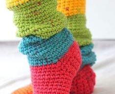 Quick And Easy Slouchy Slipper Socks [Free Pattern is part of Knitting and Crochet Ideas Pictures - These slouchy slipper socks are amazing! Not only they look fabulous but they are super soft and surprisingly easy to make, and would be great for gifts Easy Crochet Socks, Chunky Crochet, Crochet Bunny, Crochet Slippers, Crochet Shoes, Free Crochet, Knit Crochet, Quick Crochet Gifts, Irish Crochet