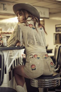 d9ca07d6f59 Alyssa Miller x Understated Leather Cowgirl Style