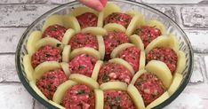 Λογοτεχνικό περιβόλι!: Μια πανδαισία γεύσεων! Σφηνώνει Πατάτες Ανάμεσα στον Κιμά και Ρίχνει Τυράκι από Πάνω. Θα Γλείφετε και τα Δάχτυλά σας…