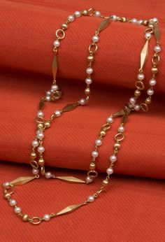 Gold Chain Malini Pearl Long Chain - Jewellery / All Jewellery - Parisera - Estilo Glamour, Gold Pearl Necklace, Pearl Necklaces, Gold Jewelry Simple, Indian Wedding Jewelry, Indian Jewelry, Pearl Chain, Gold Jewellery Design, Beaded Jewelry