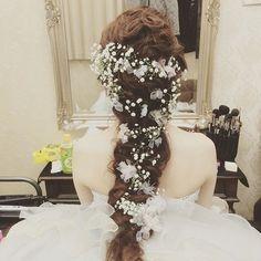 前撮りHair. ラプンツェルみたいになってしまいました!^ ^  あみこみはしてなくて 波を重ねて作ってもらいました!^ ^満足でした!♡ #アレンジ #ウェディング #ウェディングフォト #ラプンツェルヘア #ラプンツェル#生花アレンジ #生花髪飾リ #カスミ草アレンジ #カスミ草ヘア Wedding Party Hair, Dream Wedding, Wedding Dresses, Party Hairstyles, Wedding Hairstyles, Cool Hairstyles, Hair Arrange, Hair Setting, Japanese Hairstyle