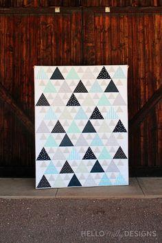 Modern Triangle Quilt Pattern by Melanie Collette of Hello Melly Designs. Beginner Quilt Patterns, Quilting For Beginners, Quilting Tutorials, Sewing Patterns Free, Quilting Projects, Quilting Designs, Triangle Quilt Pattern, Triangle Quilts, Riley Blake