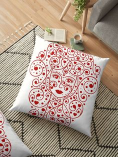 Queen of hearts  Throw Pillows