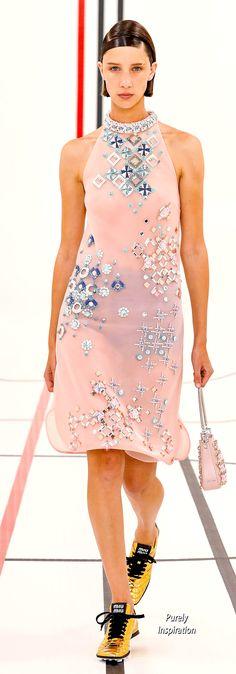 Haute Couture Gowns, Haute Couture Fashion, Fashion 2020, Fashion Show, Fashion Trends, Evening Party Gowns, Catwalks, Spring Summer Fashion, Miu Miu