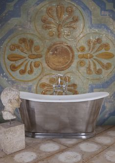 The French inspired full polished Caravel bath.