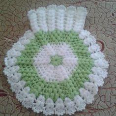 Most popular fiber models 2019 – Bathroom decor ideas - Bedroom Decor ideas Baby Knitting Patterns, Hand Knitting, Crochet Patterns, Crochet Girls Dress Pattern, Puff Stitch Crochet, Crochet Carpet, Knitted Baby Clothes, Manta Crochet, Crewel Embroidery