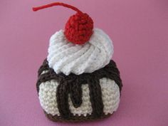 Cordial Cup Spiral Whipped Cream - free pattern cake, spiral, crochet dessert