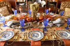 Rustic-orange-and-blue-thanksgiving-tablescape_1