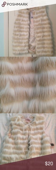 Furry Cream/Beige Vest Never Worn! Tags still attached Forever 21 Jackets & Coats Vests