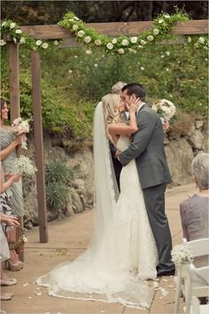 hans faden winery - napa wedding - wedding chicks - Carlie Statsky Photography - wedding ceremony kiss