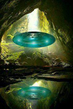 Aliens And Ufos, Ancient Aliens, Atlantis, Alien Photos, Cool Backgrounds Wallpapers, 70s Sci Fi Art, Space Artwork, Mystery, Alien Art
