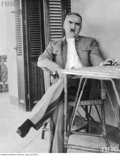 """Józef Piłsudski wypoczywa w willi """"Jola"""" w Heluan w Egipcie, 1932.  http://audiovis.nac.gov.pl/obraz/218362/e960a3c379bddb8eeff24931eacd3139/"""