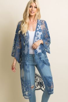 A solid hued long kimono featuring a scalloped lace mesh material, open front, and short sleeves. This style was created to be worn before, during, and after pregnancy. Kimono Fashion, Boho Fashion, Fashion Outfits, Lace Cardigan Outfit, Gilet Kimono, Mode Bcbg, Mode Kimono, Mode Abaya, Elisa Cavaletti