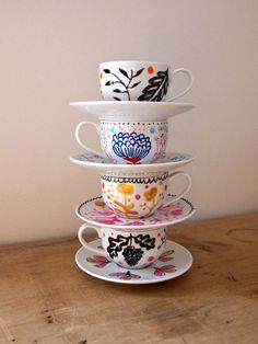 Handgemalte Mini Teetasse und Untertasse von JessQuinnSmallArt