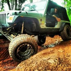 "@2005longjeep ""That day has came again #wranglercrushwednesday  #rock_krawler #rauschcreek #lovemyxfactor #foxshox #articulation #toyotarecoveryteam #jeepfreek #jeepnation #jeepernation #jeepbeef #jeepflex #jeeplife #poisonspyder"" #Padgram"
