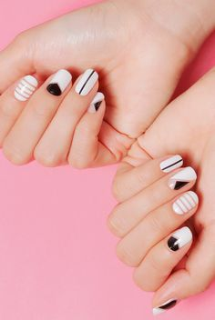 Winter Nails Designs - My Cool Nail Designs Minimalist Nails, Diy Nails, Cute Nails, Manicure Ideas, Gel Nail Art, Nail Polish, Acrylic Nails, Black And White Nail Art, Black White