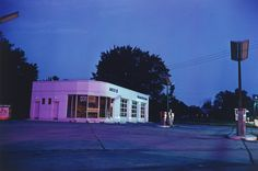 William Eggleston, Gas station 300, 1980.