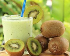 Smoothie de Kiwi: 2 kiwis, 1 plátano, 1 yogur, 25gr azúcar