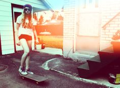 (skateboarding,hipster,girl,vintage,summer,rawr)