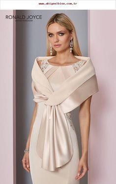 2977d2e562e4 Die 78 besten Bilder von Kleider in 2019 | Bride groom dress, Cute ...