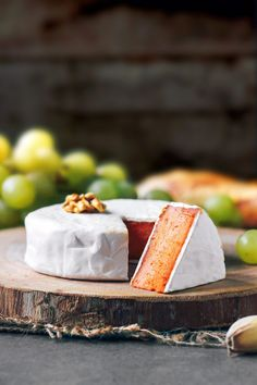 Vegan Sun-Dried Tomato Camembert.